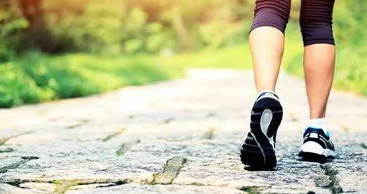 Comment perdre du poids en marchant : programme et calories à brûler